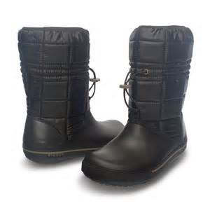 womens winter boots size 9 womens crocs crocband ii 5 warm lined winter fashion boots size 3 9 uk