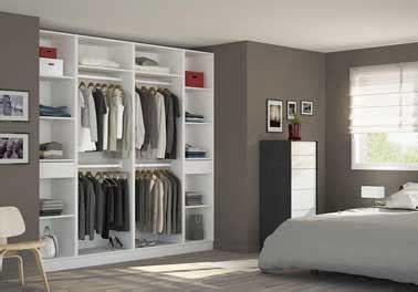 dressing ouvert chambre aménager une niche murale avec un grand dressing ouvert