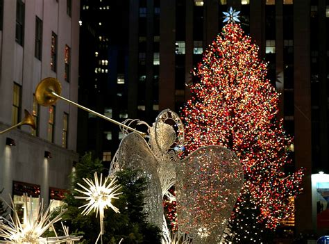 daily link fix what it s like to tweet as the rockefeller center christmas tree a writer s