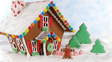simple gingerbread house designs how to make an easy gingerbread house gingerbread houses pinterest