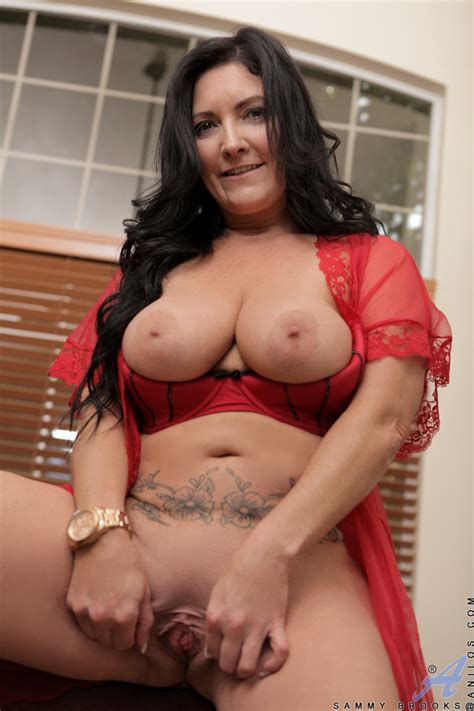 Anilos.com - Freshest mature women on the net featuring Anilos Sammy Brooks housewife mature