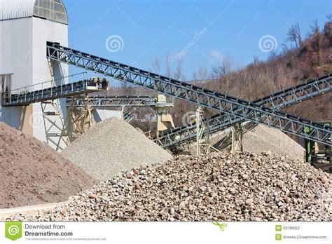 cava di ghiaia ghiaia e cava di sabbia fotografia stock immagine di