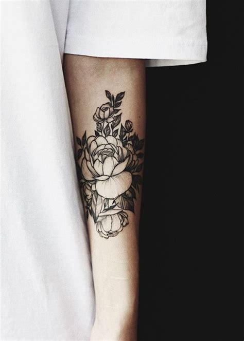foto de Tatouage pivoine sur le bras 15 idées de tatouages