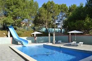 infos sur piscine avec toboggan arts et voyages With transat de piscine design 9 infos sur piscine de luxe avec toboggan arts et voyages