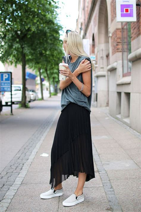 17 Sassy Ideas to Wear Skirts and Sneakers - Pretty Designs