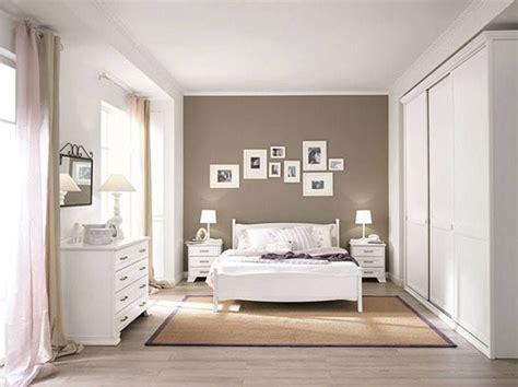 Esto Es Mi Dormitorio, Es Bastante Grande Y Muy Luminoso