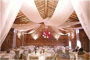 Idee Deco Salle De Mariage : 3 id es pour d corer le plafond de votre salle de r ception decoration mariage ~ Teatrodelosmanantiales.com Idées de Décoration