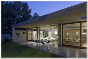 haus treppen aussen sichtbeton innen haus architektenhaus garten aussen abend esstisch stuehle