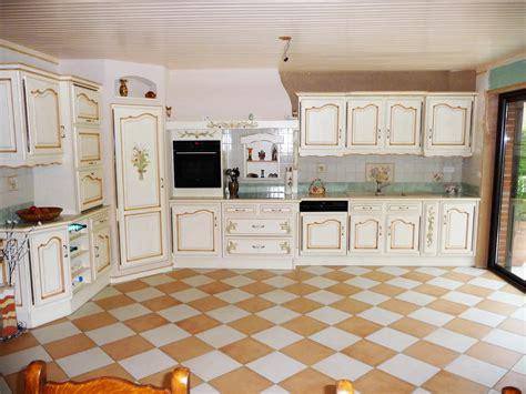 meuble haut cuisine but cuisine provençale en chêne cuisines liebart