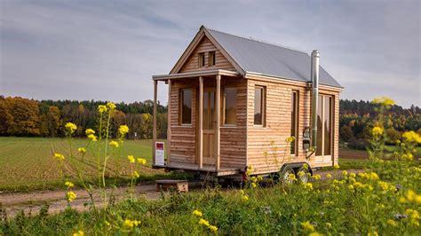 Wer Baut Tiny Häuser In Deutschland by Deutscher Tischler Baut Blockhaus F 252 R Autoanh 228 Nger Welt