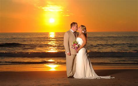 sunset beach wedding kiss 0743 wallpapers13 com