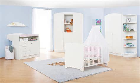 meuble chambre de bébé chambre bébé blanche jil grande armoire
