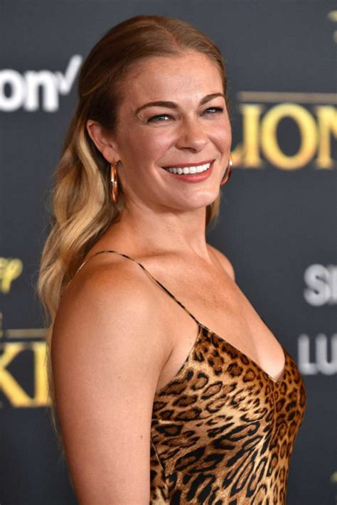leann rimes attends  lion king premiere  hollywood