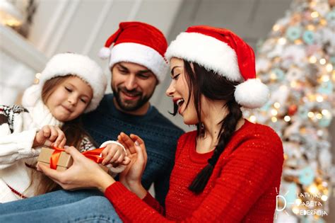 Padomi Ziemassvētku sezonai ģimenēm, kurās aug bērni ar ...