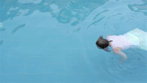 girl committing suicide  drowning    pool