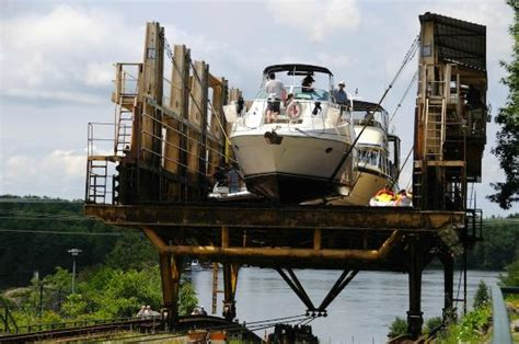 Boat Lift Prices Ontario by Photo3 Jpg Picture Of Big Chute Marine Railway Big