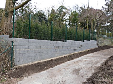 Mauer Mit Zaun by Zaun Auf Mauer Gartenmauer Mit Zaun No42 Kyushucon