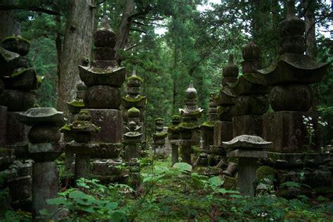 les chambres froides dormir dans un temple bouddhiste du koyasan japon