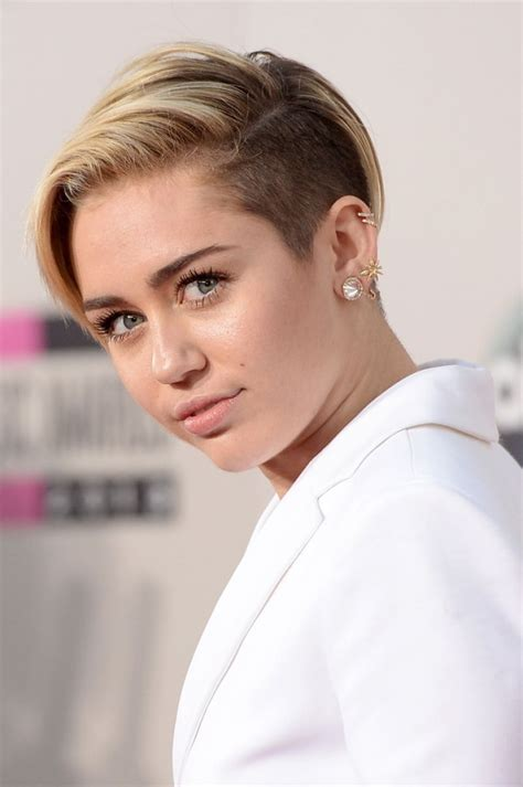 Miley Cyrus Red Carpet Photos - 2013 American Music Awards ...