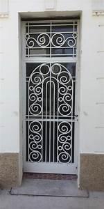proteger une porte d39entree existante bienchezmoi With grille de défense porte d entrée