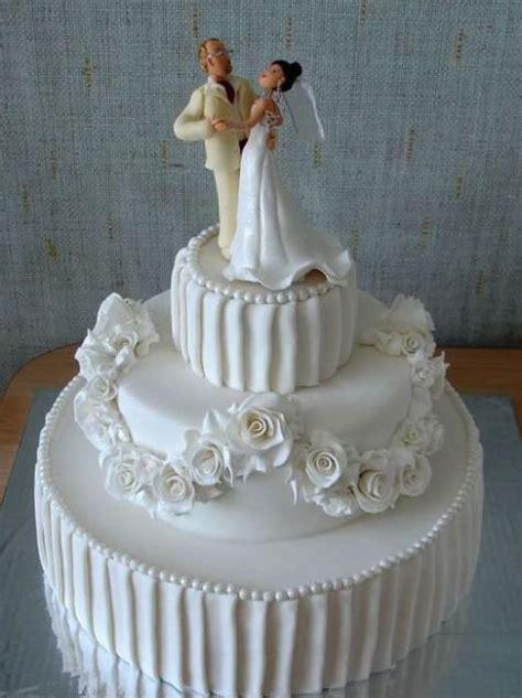 elegant  tier wedding cake  white roses  bride