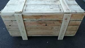 fabrication coffre en bois de palette youtube With peindre un coffre en bois