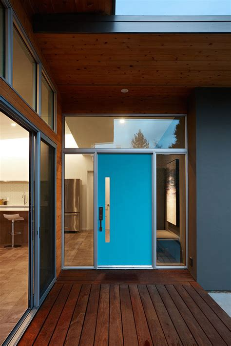 7 Examples Of Colorful Front Doors That Brighten Up These ...