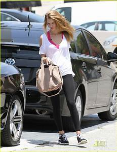 15 Pictures of Rosie Huntington Whiteley without Makeup