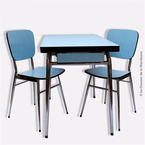 table de cuisine avec chaise table formica avec ses 2 chaises d 39 origine bleu et acier
