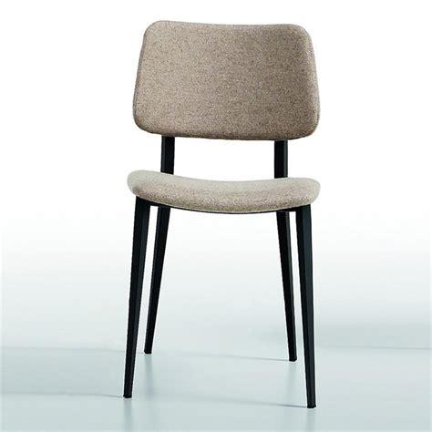 pied de chaise scandinave chaise scandinave midj tissu gris clair pieds noir sur cdc