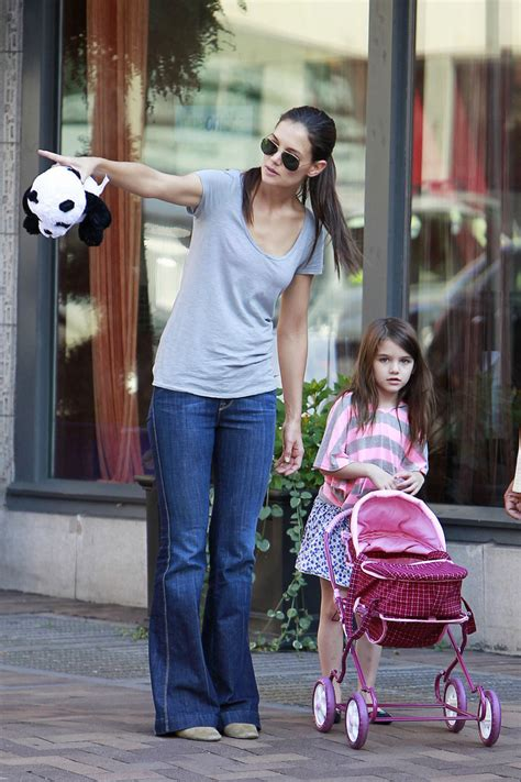 Suri Cruise Photos  Katie Holmes And Suri Cruise Walk