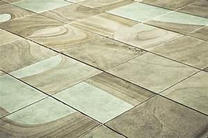 Terrassenplatten Reinigen Beton : balkonplatten verlegen anleitung in 3 schritten ~ Michelbontemps.com Haus und Dekorationen