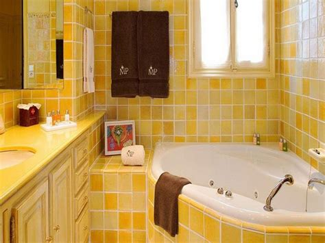 how to use yellow color in interior design