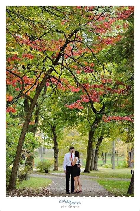 october autumn engagement session at canton garden center