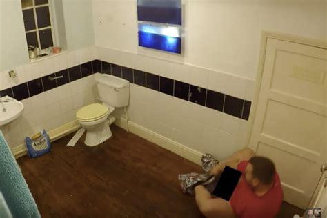 video  spider   toilet paper prank  priceless