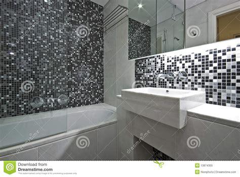 salle de bains contemporaine d en suite en noir et blanc photo libre de droits image 13874355