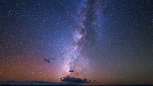 Time lapse footage of Milky Way galaxy & shooting stars in ...