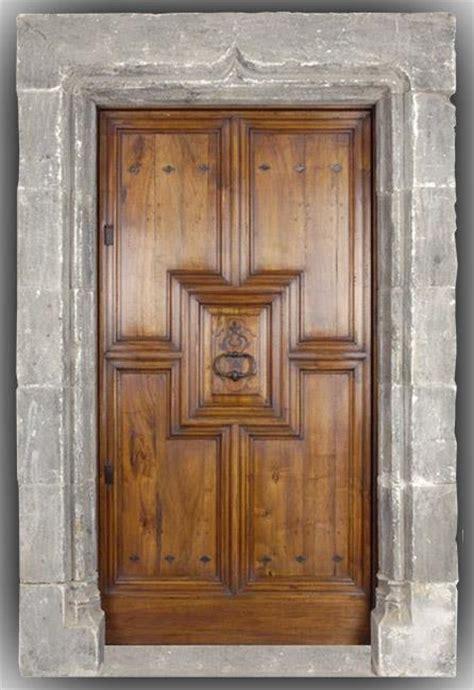 modele de cuisine provencale porte d 39 entrée bois massif en noyer modèle renaissance