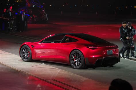Tesla Car : Tesla Unveils The New Roadster