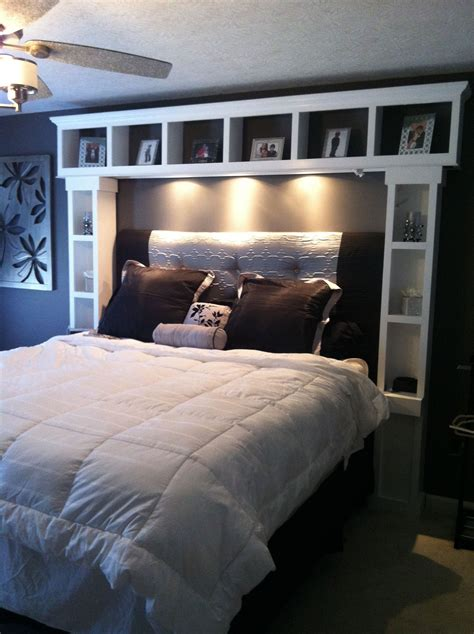Diy Bett Kopfteil by Diy Bed I Want These Shelves Its Like Our Headboard