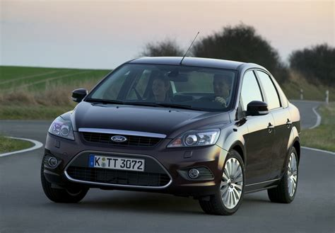 ford focus  saloon     specs