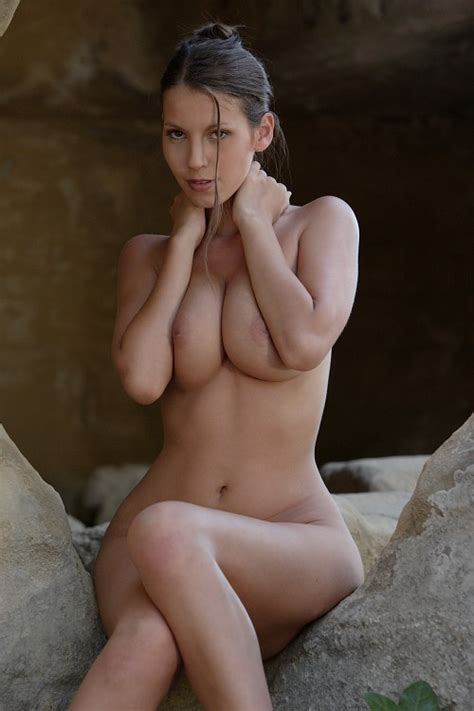 Slim And Sexy Tall Curvy Babe With Round As Xxx Dessert