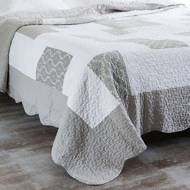 boutis chez maison du monde table de lit