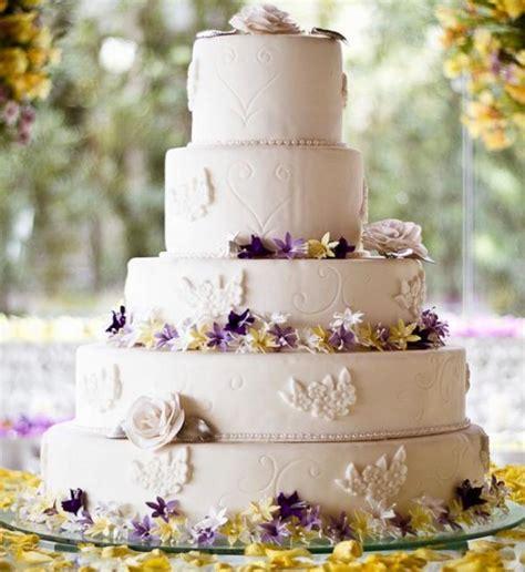tier  ivory elegant wedding cake  white roses