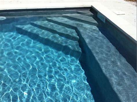 escalier d angle piscine beton vous r 234 vez d y plongez empruntez l escalier de cette piscine traditionnelle en b 233 ton cir 233 une