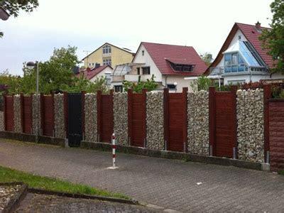 Palisaden Aus Holz Eine Alternative Zur Steinmauer by Home Zaunundgarten