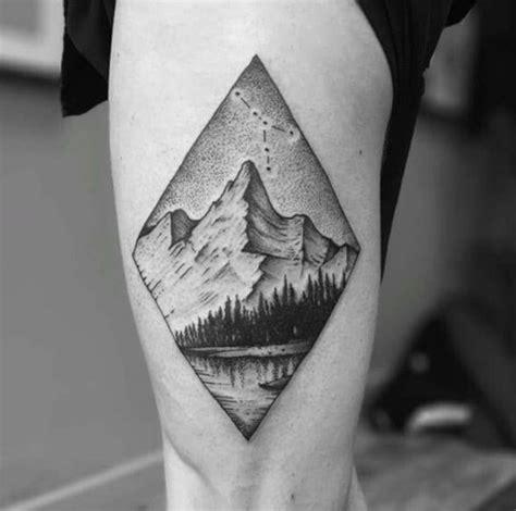 tatouage montagne foret