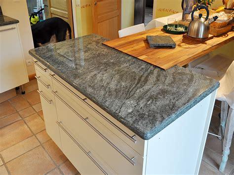 peinturer un comptoir de cuisine granits déco plan de travail en granit vert