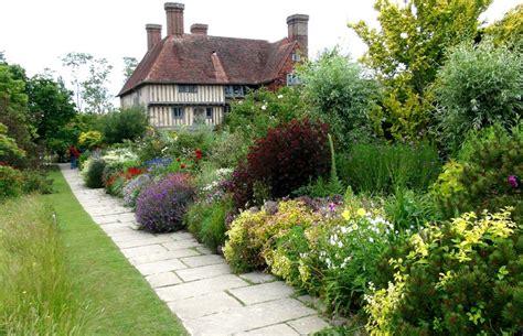 great dixter house and gardens gardensonline gardens of the world great dixter house and gardens