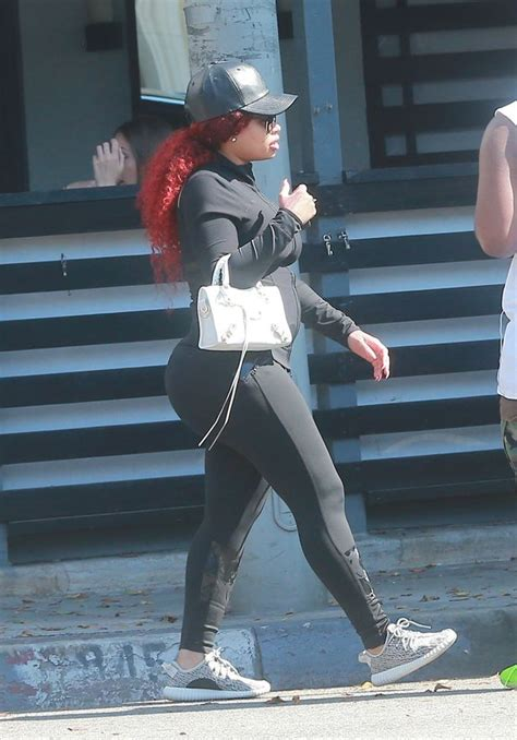 Pregnant Blac Chyna flaunts famous bottom in VERY tight ...